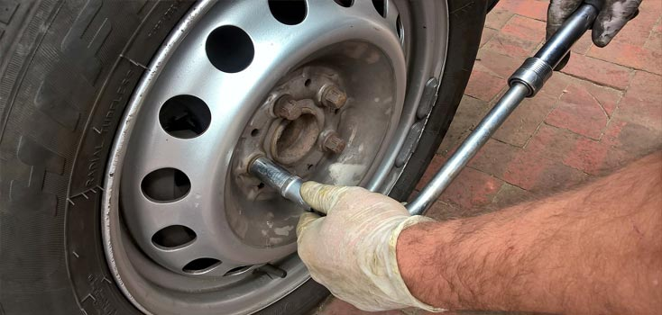 How to change a car tyre