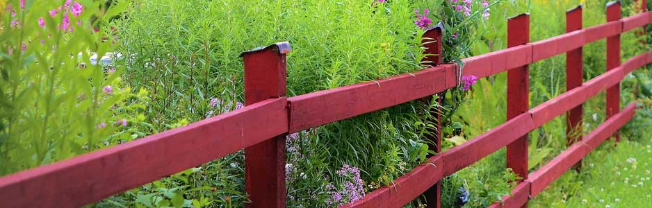 An example of a fence that's commonly available from fencing contractors